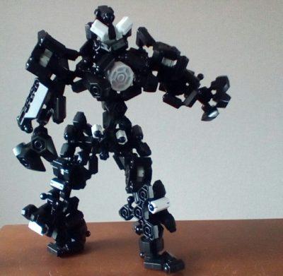特に変形とか合体とかある訳では無い上に可動が駄目なのにまた作っちゃったロボ