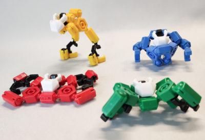 4体のマシンが変形合体するロボ